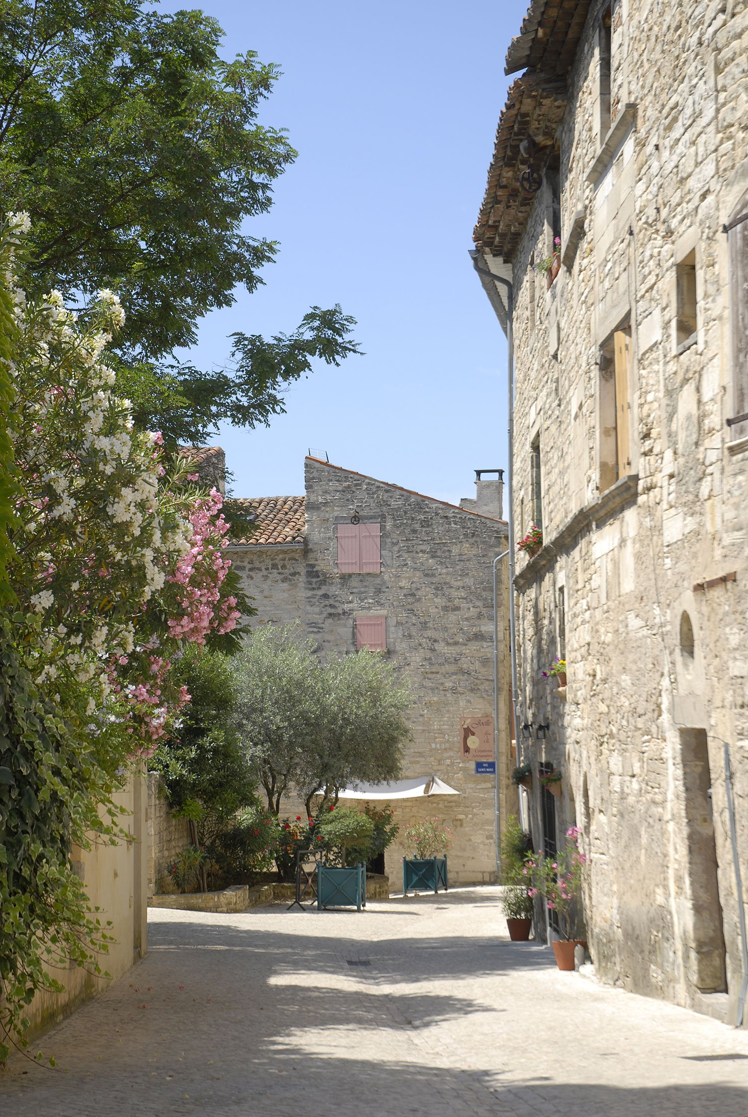 Barjac village de caract re d couvrir office de tourisme c ze c vennes - Office du tourisme barjac ...